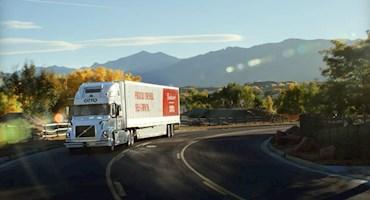اولین محموله جهان با کامیون خودران جابه جا شد؛ 50 هزار قوطی نوشیدنی، اولین مسافران این کامیون!