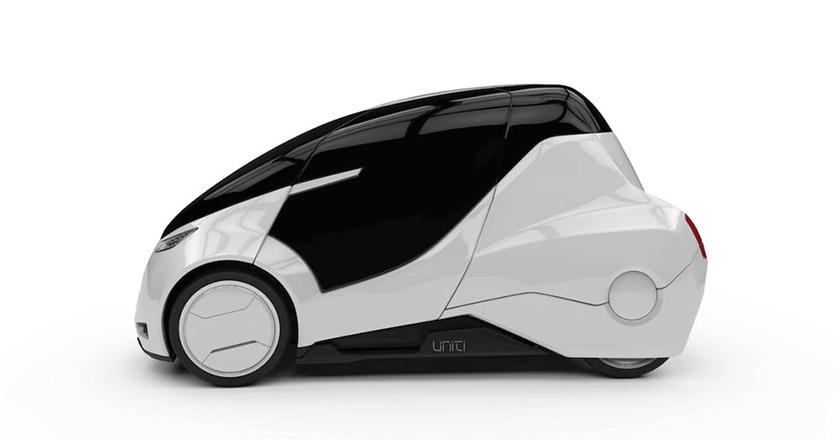 """این خودرو نه تنها از لحاظ ظاهری منحصر بفرد است که در داخل نیز به شکل خاصی طراحی شده است. داخل کابین با یک سیستم فرمان عجیب و غریب که شبیه کنترل حرکت نینتندو Wii است، آراسته شده و این کمپانی آن را """" یک تجربه غیر معمول در رانندگی"""" می نامد. کل شیشه جلو یک صفحه نمایش سربالاست که می تواند به تعبیر این شرکت، یک گزینه سرگرمی عالی باشد."""