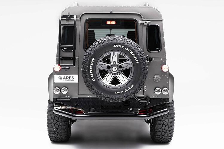 Land Rover Defender / شاسیبلند آفرود لندرور دیفندر