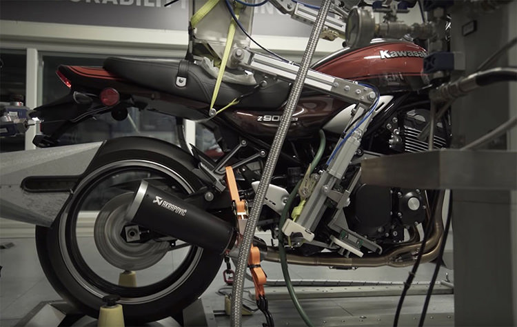 Akrapovic Motorcycle-Riding Robot / ربات موتورسوار آکراپوویچ
