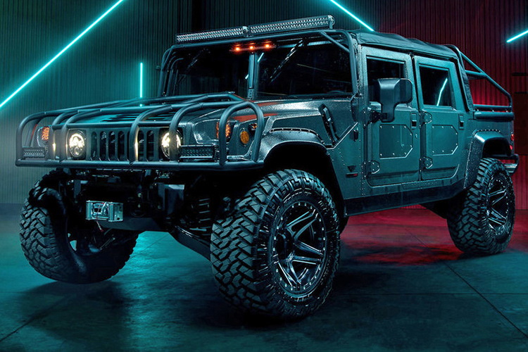 MILITARY-SPEC HUMMER H1