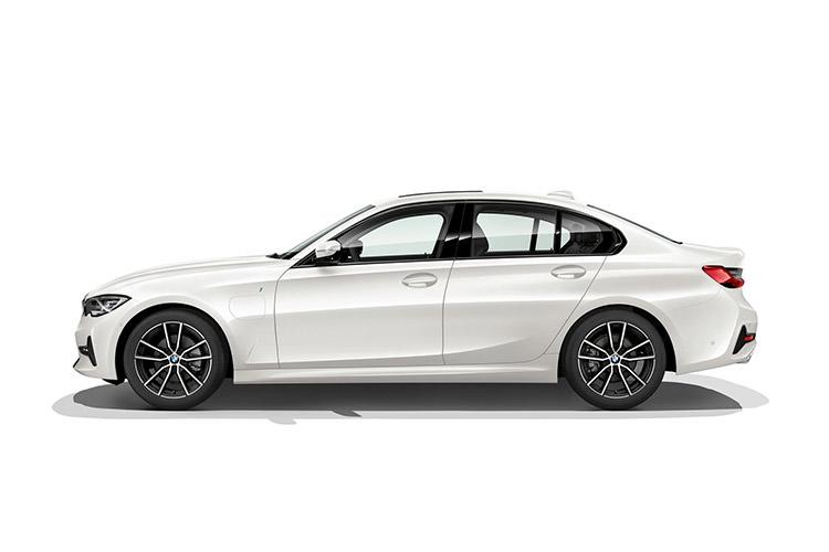 BMW 3-Series 330e plugin hybrid car / بی ام و سری 3 خودروی پلاگین هیبریدی