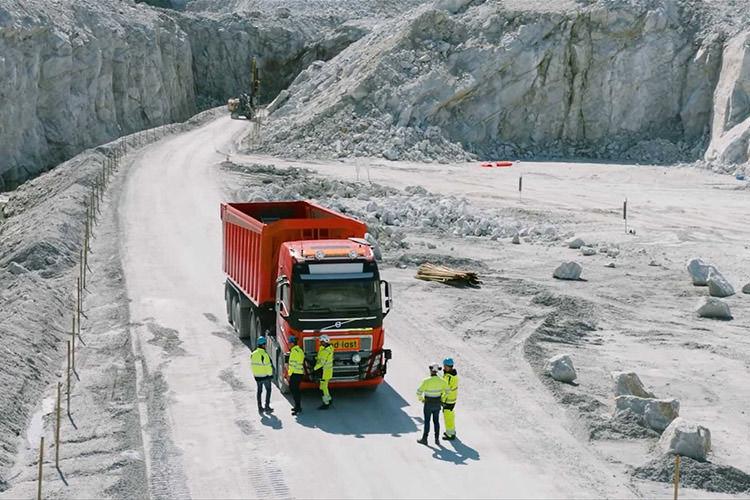 Driverless Volvo FH16 Truck / کامیون بدون راننده خودران ولوو