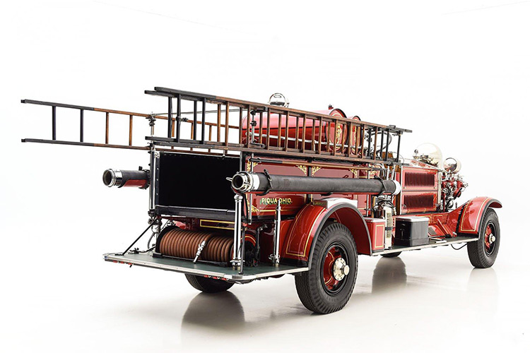 اولین کامیون آتشنشانی