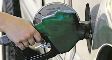 ترامپ بر سر دو راهی؛ کنترل قیمت بنزین یا تشدید تحریم ایران؟