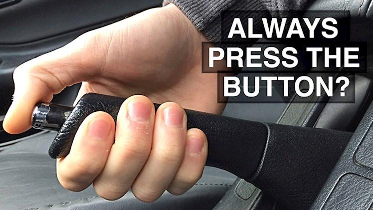 چرا باید همیشه دکمه ترمز دستی را فشار دهیم؟