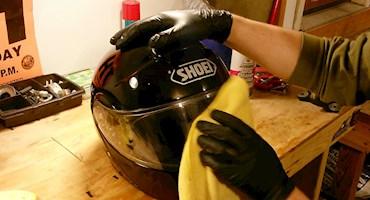 چطور کلاه موتورسواری رو تمیز کنیم؟