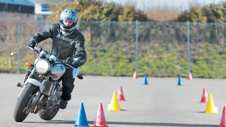 چطور گواهینامه موتورسیکلت بگیریم؟