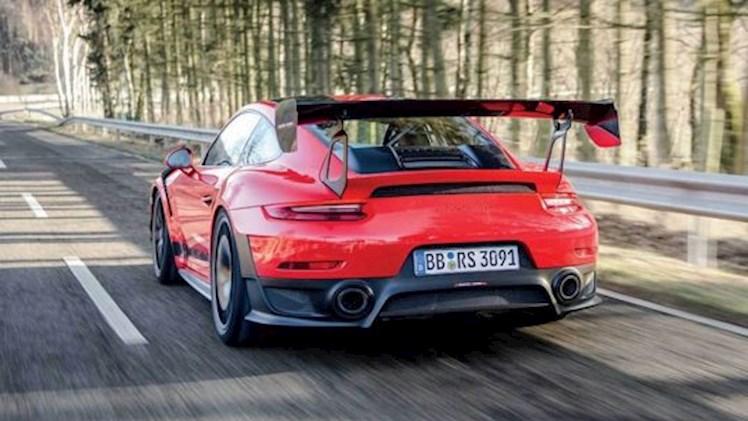 نگاهی عمیق به پورشه 911 GT2 RS MR