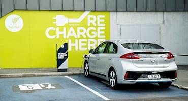 احتمال ممنوعیت شارژ خودروهای هیبریدی از طریق ایستگاه های شارژ شهری