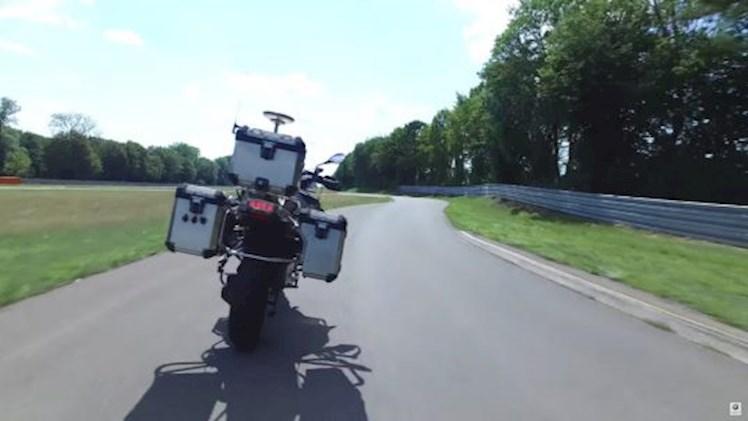 حضور موتورسیکلت خودران بامو در CES
