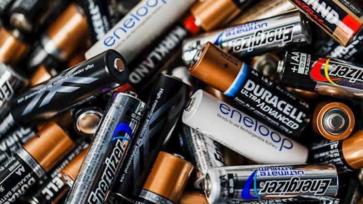 آیا میتوان با ۱۰۰۰ باتری قلمی خودرو را روشن کرد؟