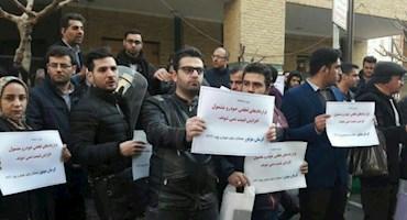 مشتریان معترض کرمان موتور مقابل وزارت صنعت تجمع کردند